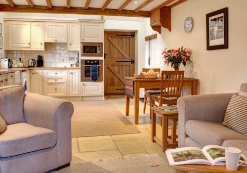 boddingtons-sitting-room-and-kitchen-1024x768